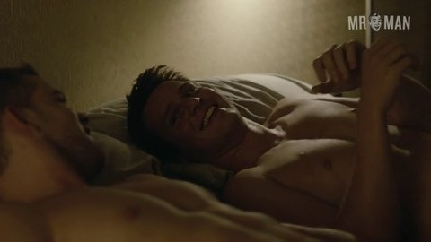 Looking 02e03 jonathangroff russelltovey hd 04 large 3