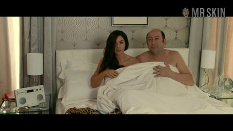 Ms desgensquisembrassent bellucci hd w 01 large 3