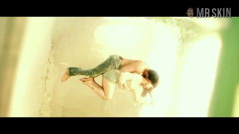 Hatestory3 zarinkhan hd 01 large 3